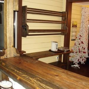 Полка над чайным столиком